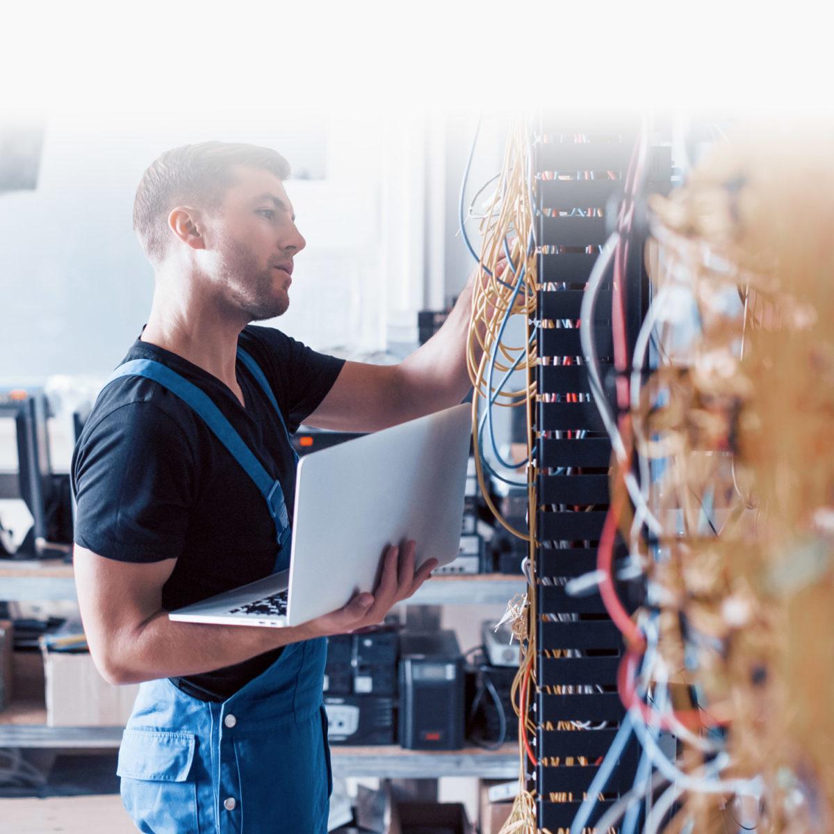Instalare și configurare soluții hardware și software Data Center